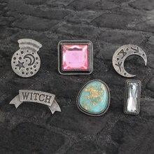 2b93e7831444c Bruxa lua bola de cristal Esmalte pin de Lapela pinos Emblemas Botões Mulheres  broches Bruxa Assistente.