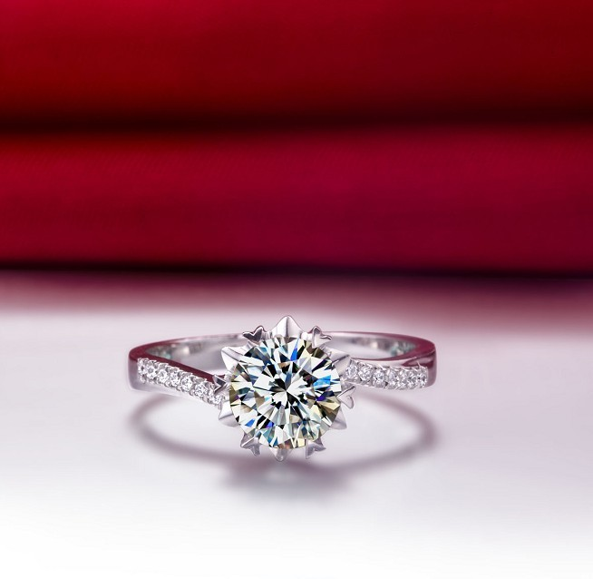 05 Carat Lovely Design Snow Flake Synthetic Diamonds Engagement