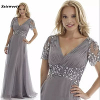 Elegant Grey Plus Size Mother of the Bride Dresses Crystal Chiffon Pleats Ruffles Short Sleeves Chiffon Groom's Party Prom Gowns