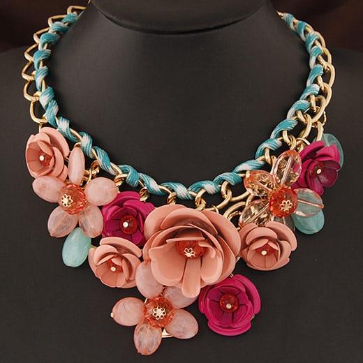 Prix pour Collares 2017 mode acrylique fleur bib déclaration collier pour femmes vintage choker colliers maxi collier colar