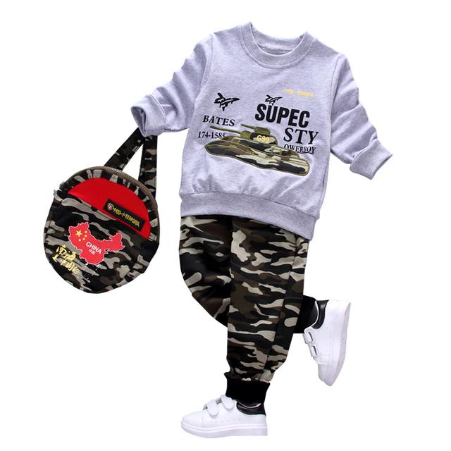 Camuflagem moda crianças meninos roupas definir criança roupas de Manga Longa Camiseta + Calça + mochila 3 Pcs terno dos esportes menino lazer vestir