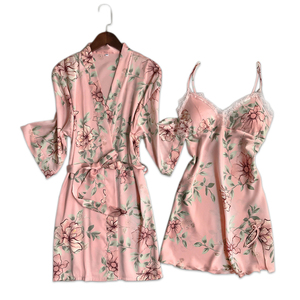 Image 1 - 新鮮な花サテンシルクセクシーなローブガウンセット女性バスローブ着物ドレッシングガウンレースシルクフラワー女性ローブスーツ