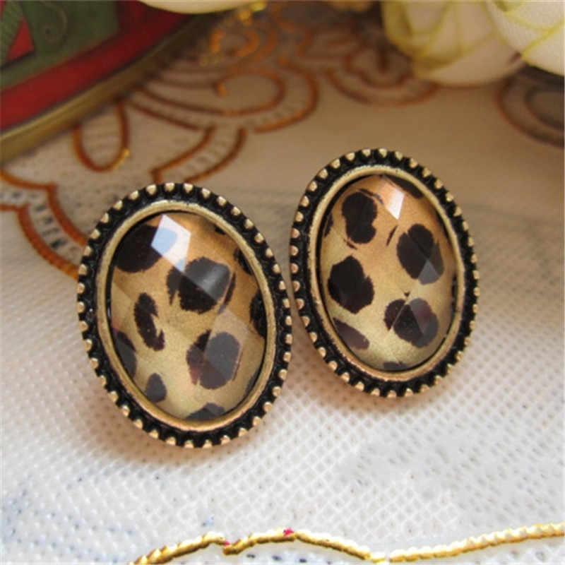 Kreative Persönlichkeit Design Retro Rot Ohr Nägel Mode Übertreibung Damen Legierung Ohrringe Zeigen Damen Charme Ohrringe