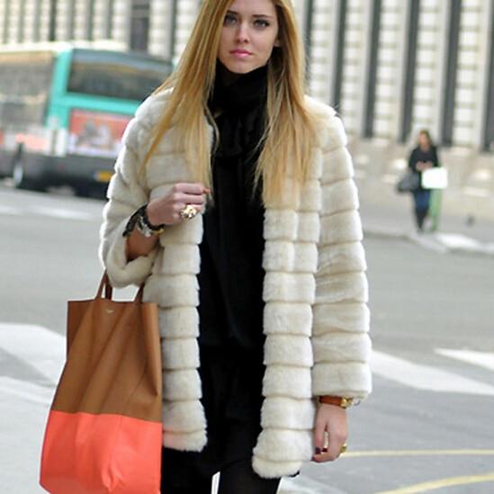 Manteau femme 2018 Femmes D hiver Faux Faux manteaux De Fourrure Chaud plus  la Taille Veste Outwear colete de pele doudoune femme fourrure WT69 dans  Faux ... 75a999fc7f9
