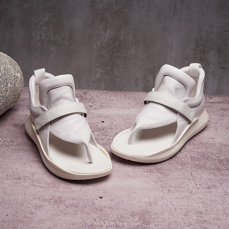 الأصلي 2019 الربيع و الصيف جديد جلد طبيعي صندل مسطح المرأة الرياضة بسيط الصنادل حذاء أبيض النساء-في الكعب المتوسط من أحذية على  مجموعة 1