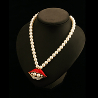 Simulated pearl strand necklace lip pendant top fashion ladies luxury brand designer jewelry choker necklaces gros collier perle