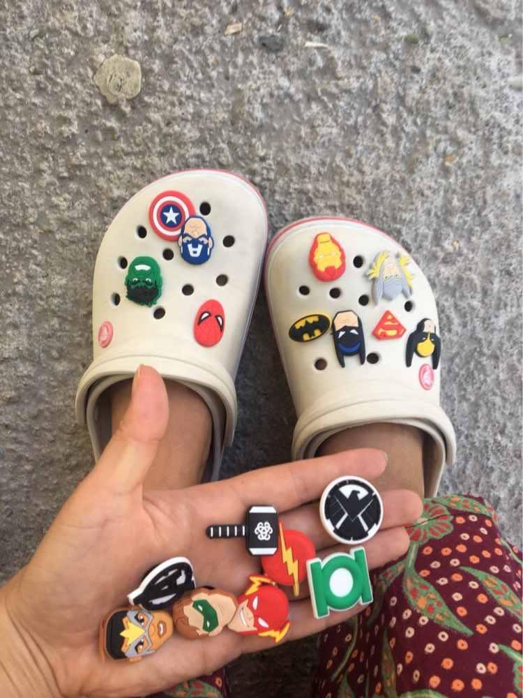 ใหม่ 1pcs Mickey การ์ตูน PVC รองเท้า Charms Spiderman รองเท้าอุปกรณ์เสริมหัวเข็มขัดสร้อยข้อมือ Croc Charms Rick Morty JIBZ เด็กของขวัญ