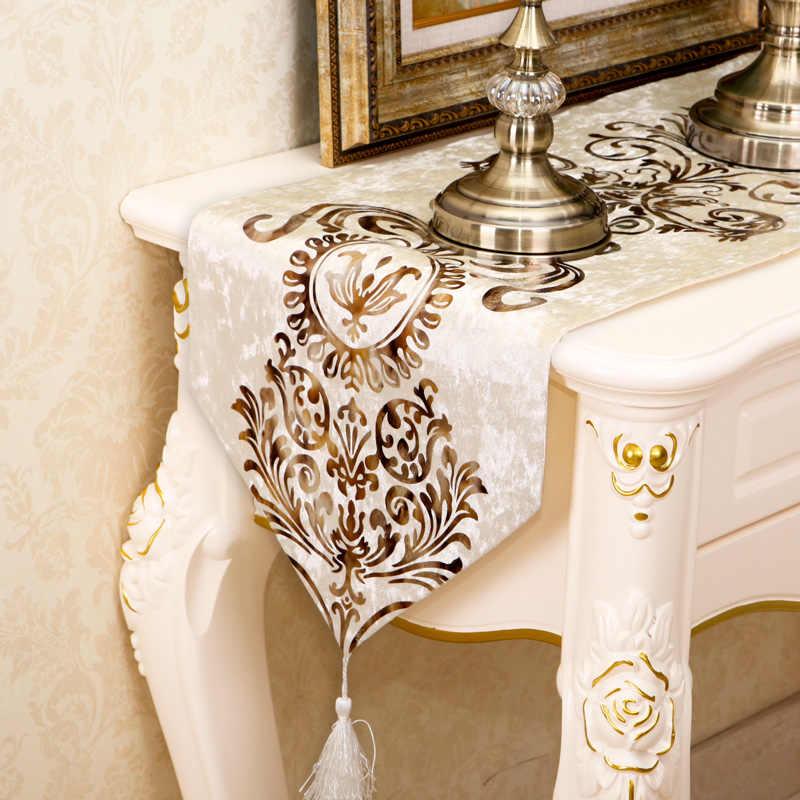 ヨーロッパの豪華刺繍入りテーブルフラグベルベット生地テーブルランナーテーブルクロス刺繍入りテーブルランナーテーブルフラグディナーマット