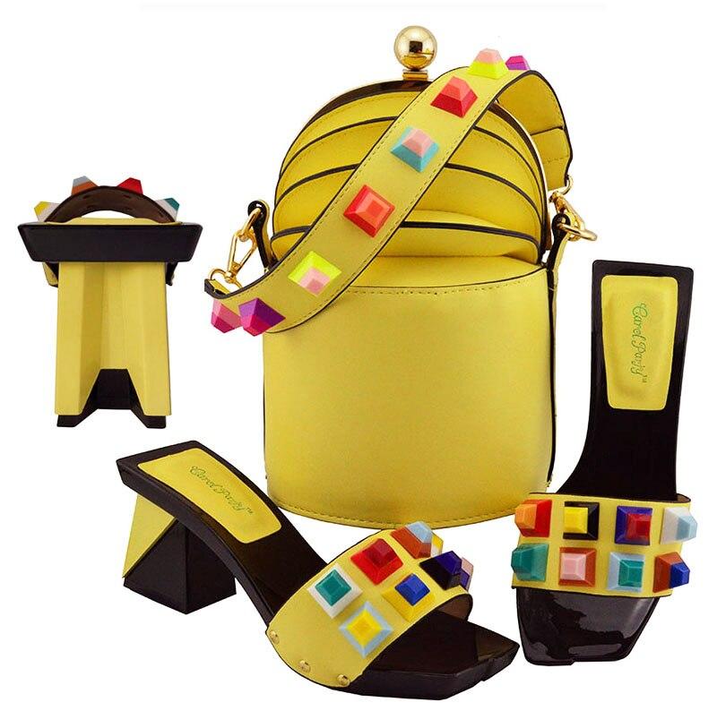 Dans Avec Fête Et Femmes Décoré Chaussure La Chaussures Sac Luxe Italien Designer Correspondant Bouton Ensemble Pour De 2019 x70BHnwq