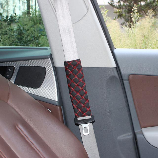 2 unids/lote línea blanca línea Roja cinturones de seguridad cubre hombros relleno de Microfibra cuero de LA PU 20.2*6*0.8 CM Cómodo y duradero
