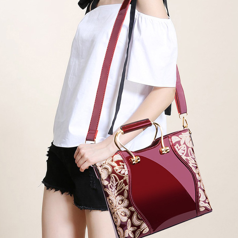 Last Handbags Shoulder Bags