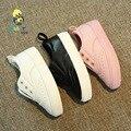 2016 marca Otoño deslizamiento sólido en suave toddle infantil ocasional zapatillas de deporte de moda niños niñas primeros caminante del bebé zapatos de Cuero del holgazán