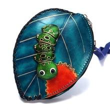 Leren handgemaakte gelooide lederen persoonlijkheid eenvoudige en stijlvolle schattige hand met mes insect cartoon portemonnee