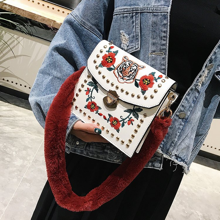 Для женщин Сумочка Crossbody сумка квадратный заклепки цветок Вышивка сумка замок вышиванки Сумки плюшевые пояса