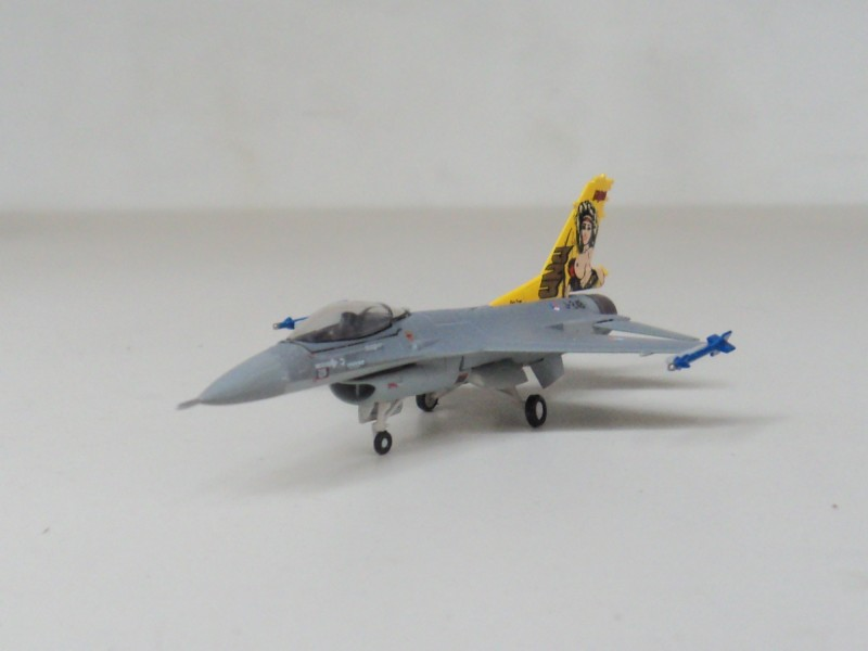 F-16A Hogan Holland 1:200 Royal Air Force fighter aircraft J248 model