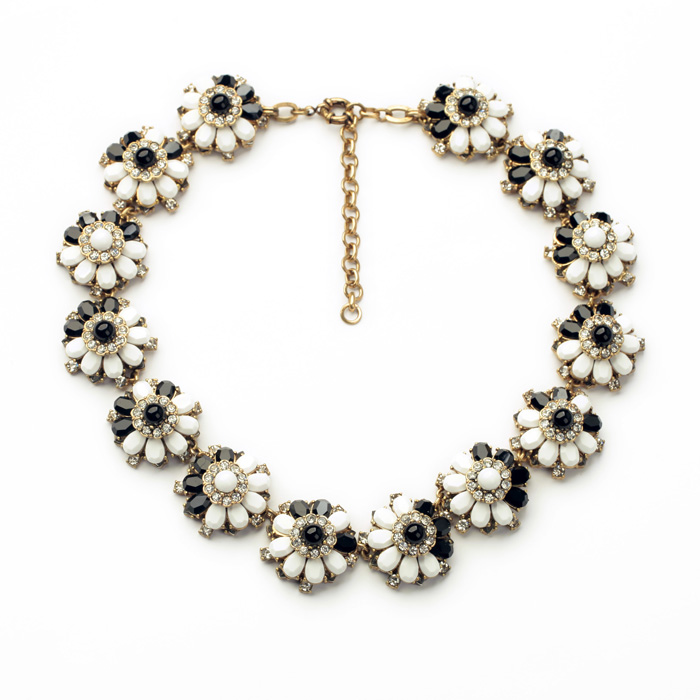 Wholesale Necklace Acrylic Glass Zinc Alloy Black and White Flower Shape Women Elegant Opaque Party Trendy Chokers Necklace