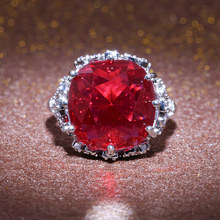 Huitan Shiny Noble Garnet Stone Ring For Women Luxury Traditional Vintage Wedding Midi Finger Prong Setting Jewelry