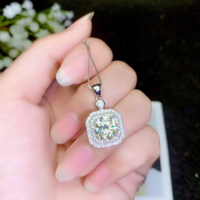 moissanite   Super popular styles, necklaces, ladiesparty play. 925 pure silverPendants