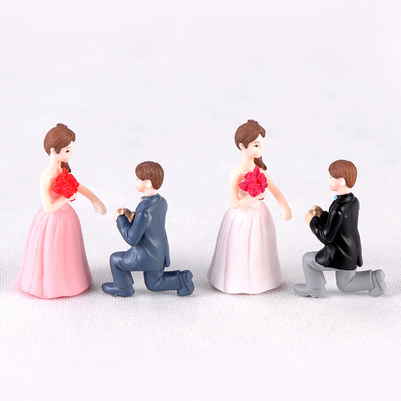 2pcs Proposal Lover Figures Girl Boy Model Miniature figurine wedding decoration doll fairy garden statue Home Gift Moss garden in Figurines Miniatures from Home Garden