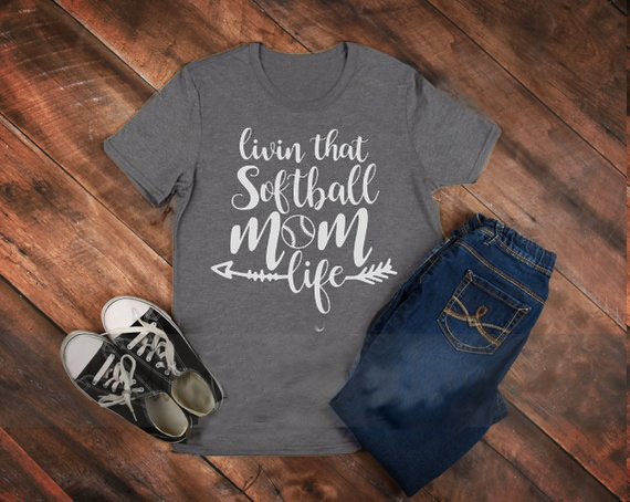 livin that softball mom life T-Shirt Hipster Gray Clothing Tee Casual Softball Mom Arrow Tops Love Softball Sports Camisetas