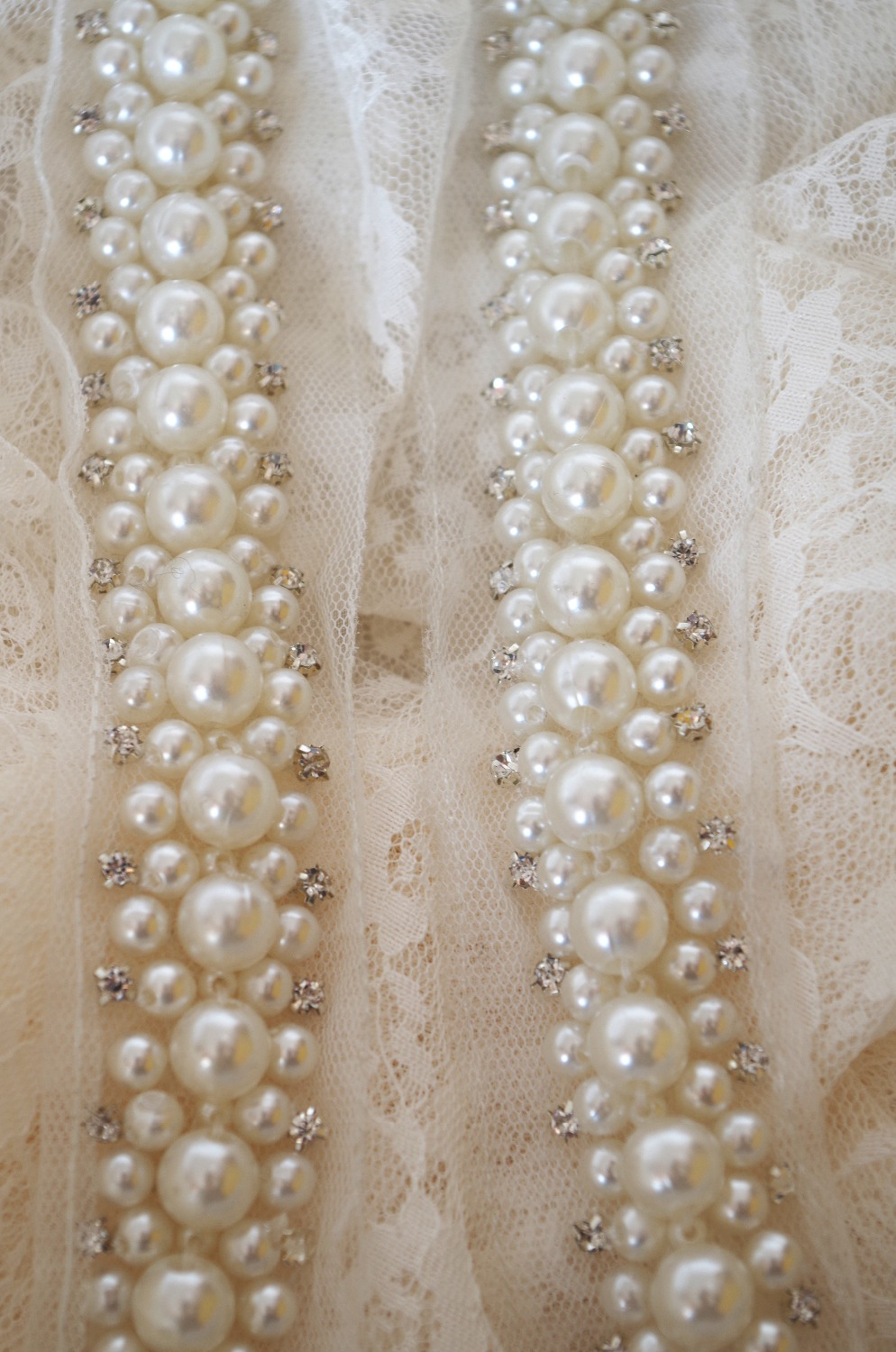 """5 MTR SOFT RED PEARL BEADED BRIDAL//DECORATION TULLE FABRIC..60/"""" WIDE £49.99"""
