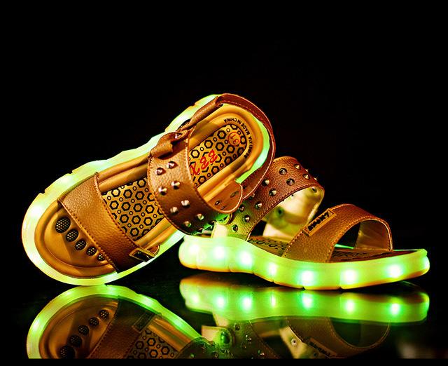 2016 novo verão Europeu moda USB recarregada iluminação bebê sandálias meninos meninas esfriar sapatos de crianças sapatos de alta qualidade