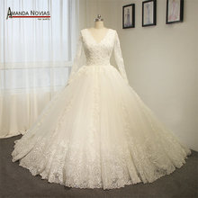 Amanda Chen Vintage puffy lace wedding dress gown neckline