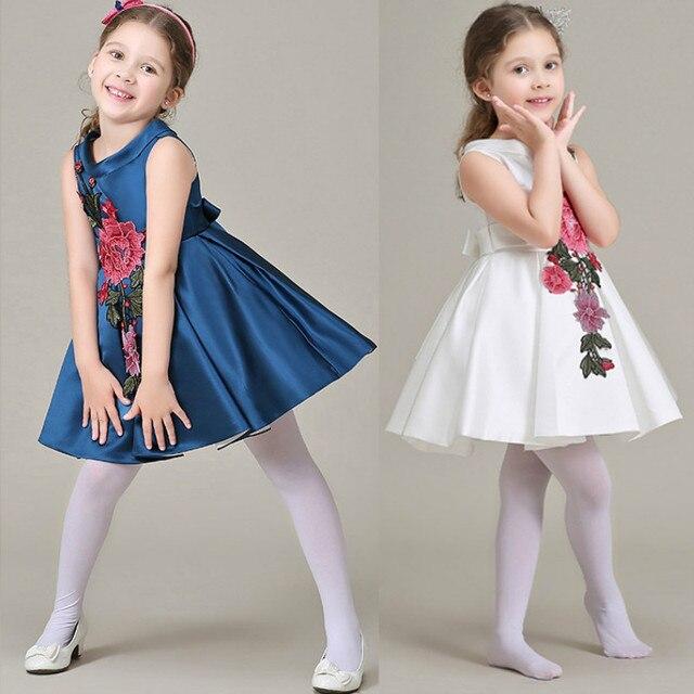 e2487348d29e1 Fille Robe Fleur Broderie 2019 Sans Manches tenue de fête Filles Genou  Longueur Robes Vintage Filles