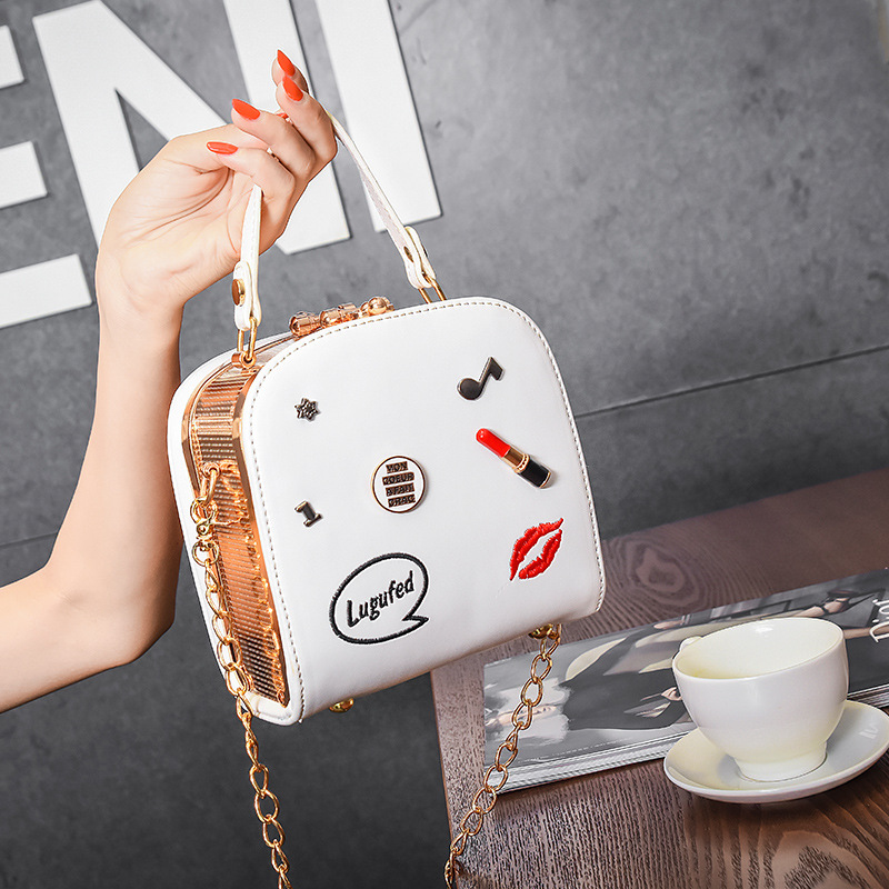 In the summer of 2017 the new Chaohan version of Baiji oblique bag chain single-shoulder portable lipstick bag 3