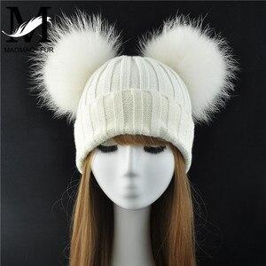 Image 1 - Mùa đông Thật Lông Bóng Bò Nữ đi Nữ Lông Tơ Đôi Tự Nhiên Gấu Trúc Lông Pom Pom Skullies Bò Nón 2 bộ lông Pompom