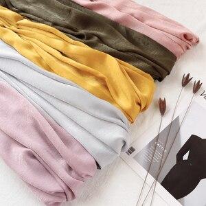 Image 2 - Une pièce nouveau femmes solide plaine soie foulard hijabs enveloppe doux long islam foulard châles musulmans shinny foulards hijabs