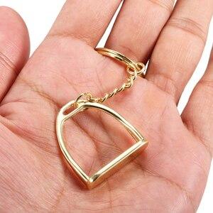 Image 4 - Zink Legierung Schlüssel Kette Steigbügel Schlüssel Ring Mini Keychain für Männer Frauen Camping Ausrüstung Multi Werkzeug Schleuder für Die Jagd