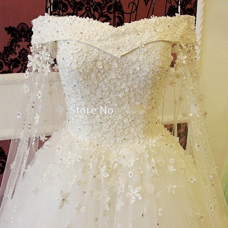 Romantique Col Bateau Robe De Bal Robe De Mariage 2017 Robes De Mariée Perles Cristal Dentelle Fleurs Longue Robe De Mariée Blanche De Luxe Style
