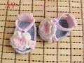 Envío Gratis Zapatos de Bebé Del Ganchillo, bebé Que Hace Punto blanco/rosa Zapatos de las flores, Sandalias tejidas a mano Del Bebé