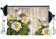 Fioritura Fresco Loto Bianco Sfondo Foglie Verdi di Estate Fondali Shabby Strisce Pavimento In Legno Fotografia di Sfondo