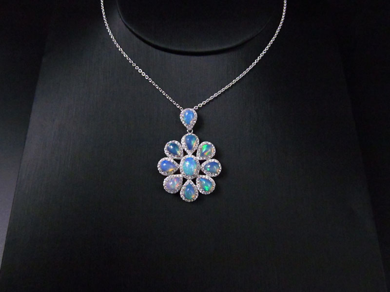 "20/"" SILVER CHAIN. STUNNING SILVER 925 MULTI COLOUR FIRE OPAL 3  FLOWER PENDANT"