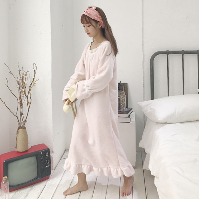Winter Women Long Lace Patchwork   Nightgowns   Warm Thick Flannel   Nightgowns   Female Velvet   Sleepshirts   Nightdress Home Wear AB1247