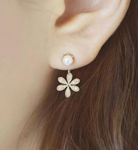 2017 New Summer Style Top Quality Ladies Pearl Rhinestone Five Leaves And Flowers Ear Stud Earrings Ear Ring For Women image