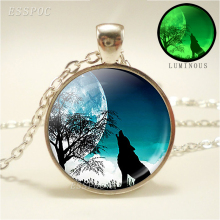 Women Luminous Jewelry Glow In Dark Howling Wolf Glass Cabochon Pendant Necklace Fashion Glowing Pendants accessories for