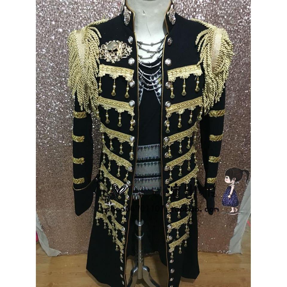 Ilgas juodas ir auksinis mandarinų apykaklės vyriškas kostiumas - Vyriški drabužiai - Nuotrauka 1