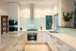 Современная кухонная мебель из МДФ