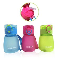 Детские чашки прочная портативная детская соломенная чашка, бутылка для воды с ручками новорожденный для кормления питья чашка чайник для ребенка