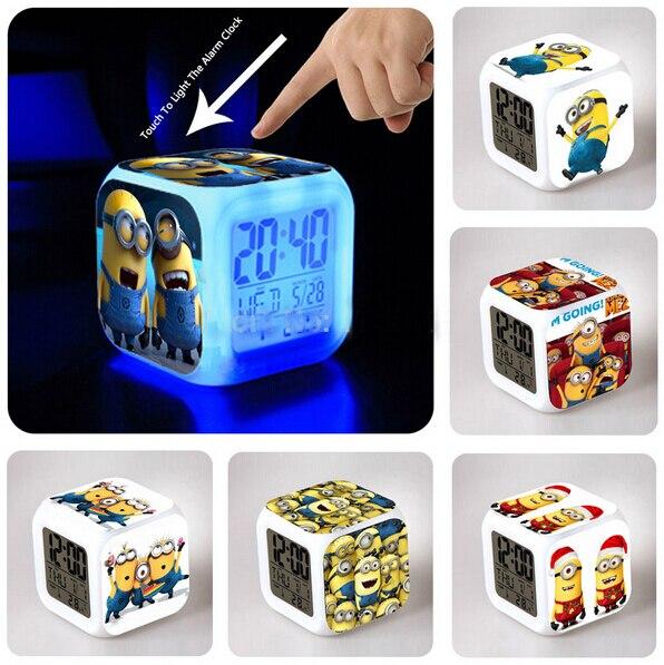 Novo LED Luminaria Lâmpada Mudança de Cor Filme de Desenhos Animados Brinquedos Despicable Me Asseclas Periféricos Despertador Cubo Mesa Presente da Criança Do Bebê