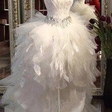 Качественные перьевые спереди короткие сзади Длинные свадебные платья Поезд низкая-высокая труба топ кристалл пояс цвета слоновой кости невесты Горячие платья подружки невесты