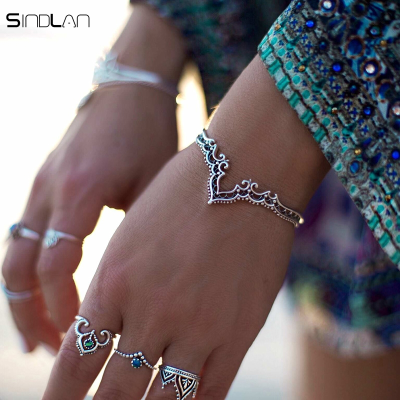 New Fashion Retro Plated Sølvsmykker Bohemian Åpning Hollow Pattern Lace Backwards Crown Armbånd Bangles For Women