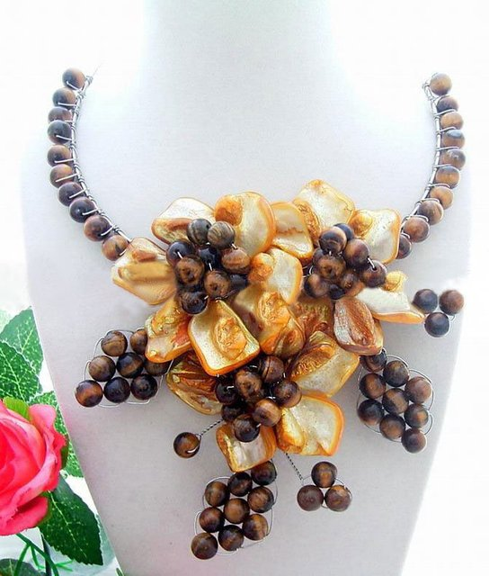 Beautiful! Round Tiger's Eye&Red Shell Flower Necklace