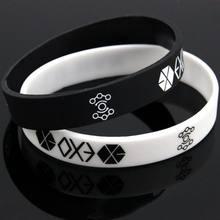04e5e2cf4526 Nuevas pulseras para hombres y mujeres Charm negro blanco EXO Logo del  equipo pulsera de silicona Kpop Star  60394