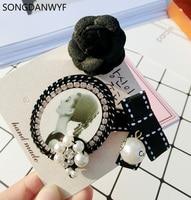Songdanwyfブランドヴィンテージロマンチックな椿シールドちょう結び番号5模擬真珠のブローチピンバッジ高級ブローチジュエリーギフト