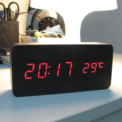 Livraison gratuite véritable horloge en bois LED voix lumineuse muet électronique température réveil cadeaux créatifs - 2