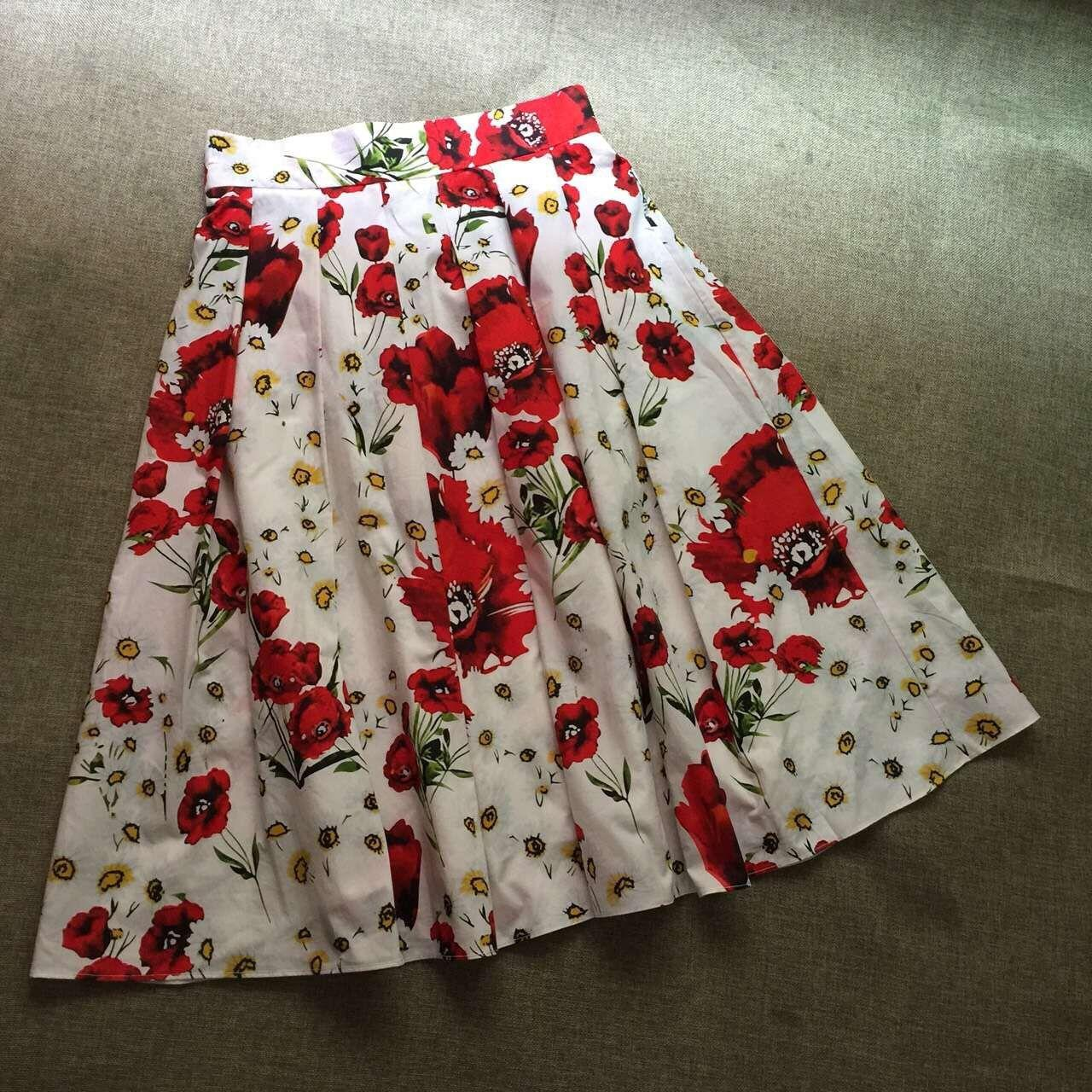 Customized Women's Casual Pleated A Line Skirts Pattern Fashion Ladies Retro Red Flora Print Runway Skirt Plus Size